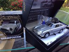 Scalextric James Bond Aston Martin DB5 avec Gadgets Goldfinger