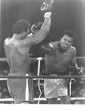 MUHAMMAD ALI BEATS GEORGE FOREMAN 8X10 PHOTO BOXING PICTURE WHITE BORDER