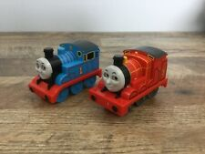 Lot Of 2 Thomas The Train Engine Tomy 2002 2004 Gullane Pull & Go Train Cars