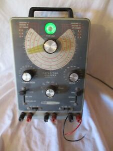 VINTAGE HEATHKIT MODEL IT-11 CAPACITOR CHECKER TESTER ( POWERS UP ) BY DAYSTROM