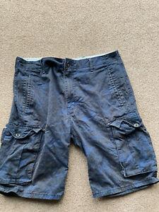 mens levi Cargo shorts 34