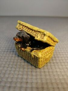 OLD PORCELAIN BASKET WITH DOG - GERMANY - DOLL HOUSE MINIATURE DACHSHUND