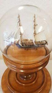 Modellschiff Segelschiffe in Glaskogel auf Holzsockel für sammler