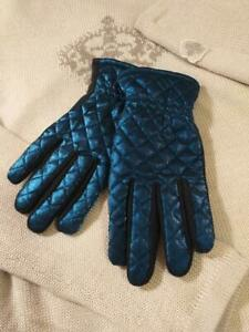 WOMEN'S BLUE QUILTED GLOVES INSULATED WITH ARTIFICIAL FUR 100% polyester sz. M/L