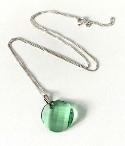 Vintage Sterling Silver Bright Green Fated Cut Glass Pendant & Chain Necklace