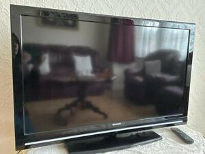 Sharp LC-40F22E 40 INCH LCD TV - GOOD CONDITION