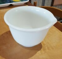 VINTAGE ♡ PYREX HAMILTON BEACH WHITE GLASS MIXING BOWL WITH POUR SPOUT ◇ #7