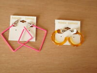 2 Paar Ohrschmuck. Intensiv rosa und orange. Quadratisch und Ohrringe.1x Strass