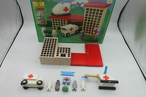 VTG New BRIO Hospital With Box Complete Set 33240 Buildings Helicopter Ambulance