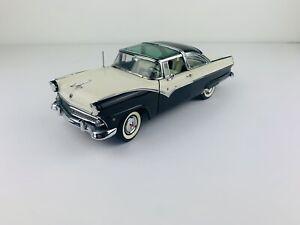 Danbury Mint 1955 Ford Fairlane Crown Victoria Black / White 1:25 Diecast