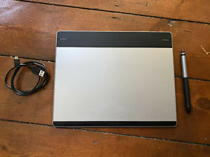 Wacom Pen & Touch Medium Graphics Drawing tablet