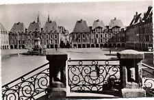 CPA  Charleville (Ardennes) - Place Ducale (1606-1612) Maisone de ....  (173897)