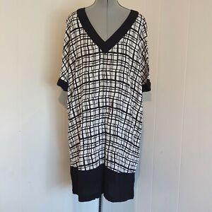 Bellecurve Women's Size 18+ Black White Short Sleeve Dress AB13