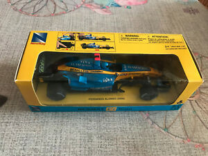 Voiture miniature New Ray Formule 1 Renault F1 Team R26 Alonso 2006 1/24