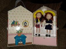 Vintage 1998 Madeline House Carrying Case By Eden With 2 Dolls & Accessories