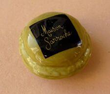 Fève pub perso pour la Pâtisserie Maison Sarroche - 2007 - un Macaron