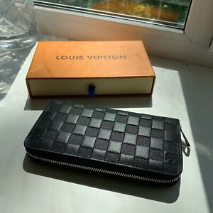 LOUIS VUITTON Zippy Wallet Purse