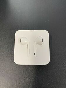 Genuine Apple Earpods with Remote & Mic With Lightning Connector iPhone 12, 11,