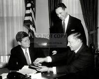 Kennedy greets Astronaut Gordon Cooper New 8x10 Photo President John F