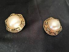 AUTHENTIC CHANEL VIN CLIP ON/EARRINGS GOLD PLATED W/FAUX PEARL & CC LOGO