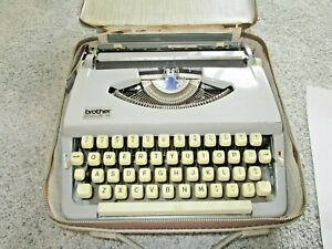Old Brother Echelon 44 Portable Manual Typewriter