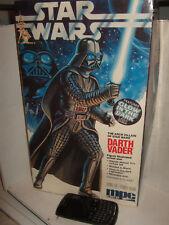 Ertl 8154 11.5 in (approx. 29.21 cm) Star Wars Darth Vader Modelo Kit cuenta con Brillan en Oscuridad Sable