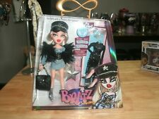 BRATZ COLLECTOR DOLL CLOE MGA ENTERTAINMENT 2018 INCLUDES POSTER NIB