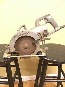 Vintage Rare MILWAUKEE HEAVY  DUTY 7 1/2 Worm Drive Circular Saw Model 6370