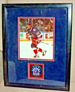 WAYNE GRETZKY Autographed Puck New York Rangers Beautifully Displayed COA