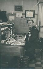 France, militaire, Officier docteur décoré à son bureau, Dr Vignien, ca.1915, Vi