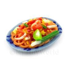 Maison de poupées miniature plaque de Stir Fried nouilles avec des légumes