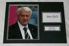 SIR BOBBY ROBSON NEWCASTLE UNITED UTD HAND SIGNED AUTOGRAPH PHOTO MOUNT