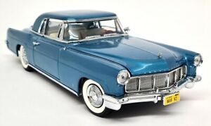 Signature 1/18 Lincoln Continental Mark II 1956 Metallic Blue Diecast Model Car