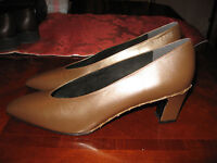 6ada9d3cecde NEW STUART WEITZMAN BROWN PUMPS WITH METAL STITCHING - SIZE 8 1 2 AA NARROW