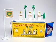 "MATCHBOX Accessory Pack a1b ""BP"" Pumps & Sign perfettamente in un tempo ""D"" BOX"