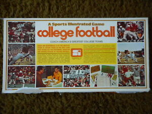 Vintage 1971-1972 SI Sports Illustrated College Football game complete 32 teams