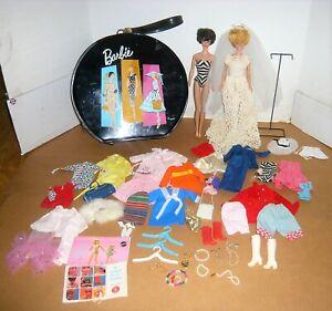 VINTAGE MATTEL 2 BUBBLECUT BARBIE DOLLS W/CLOTHES & ROUND CASE