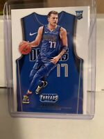 2018-19 Threads LUKA DONCIC RC Icon Away Blue Jersey Rookie Card No.141 Mavs 💫