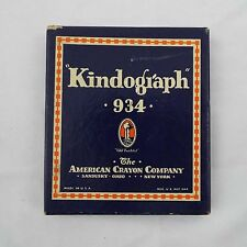 Kindograph 934 The American Crayon Company Box of 8 Crayons, Made In Usa