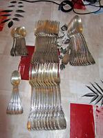 ménagère en métal argenté 62 pièces style MARLY poinçons CAD ou GAD + EPEE TBE