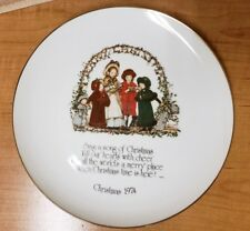 HOLLY HOBBIE CHRISTMAS 1974 PLATE COMMEMORATIVE EDITION SING A SONG