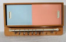 Rockkabilly 50s - Wandschrank Küchen Putz Wand Schränkchen Handtuchhalter ~50er