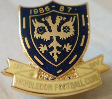 Wimbledon VINTAGE 1st Div 1986-87 Stagione BADGE Maker w.o Lewis b'ham 26mm x 25mm