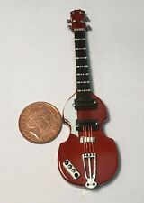 1:12 Scale Maroon Guitar With A Black Case Tumdee Dolls House Instrument 561