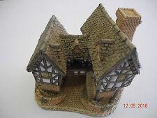 Tudor Manor House by David Winter 1981 Good Condition!
