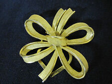 VINTAGE 1950'S CROWN TRIFARI BRUSHED GOLD TONE RIBBON BOW DRESS CLIP