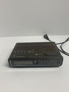 Vintage GE Model 7-4612B Digital AM/FM Alarm Clock Radio Brown Wood Grain Tested