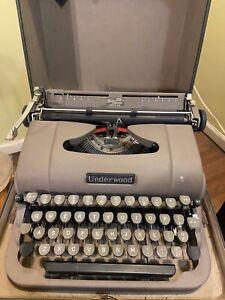 Vintage Underwood Typewriter Finger Flite Champion