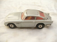 CORGI JAMES BOND 007 ASTON MARTIN DB5 in Silver + figure re-issue no box