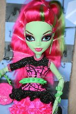 MONSTER High Bambola VENUS MCFLYTRAP Ghouls Night Out ferraglia da 4er Set